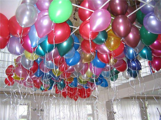 Гелевые шарики под потолком